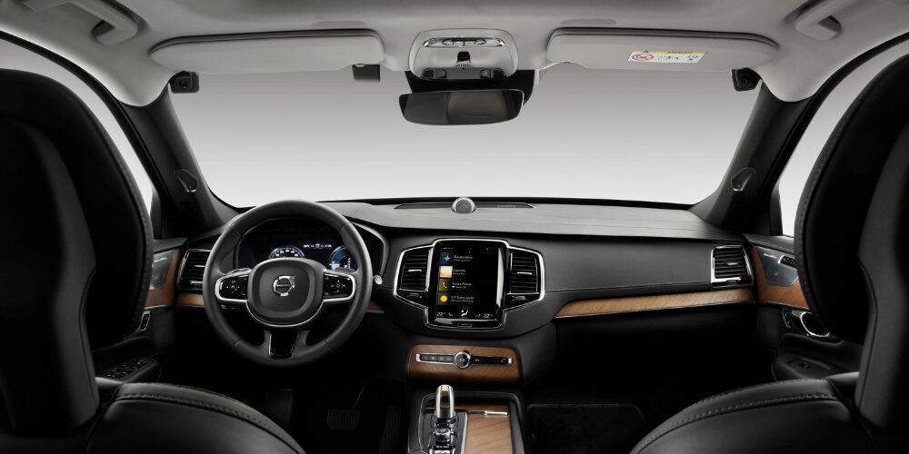 A Volvo Cars fedélzeti kamerák és aktív közbeavatkozás segítségével küzd az ittas vezetés, a figyelemelterelés ellen